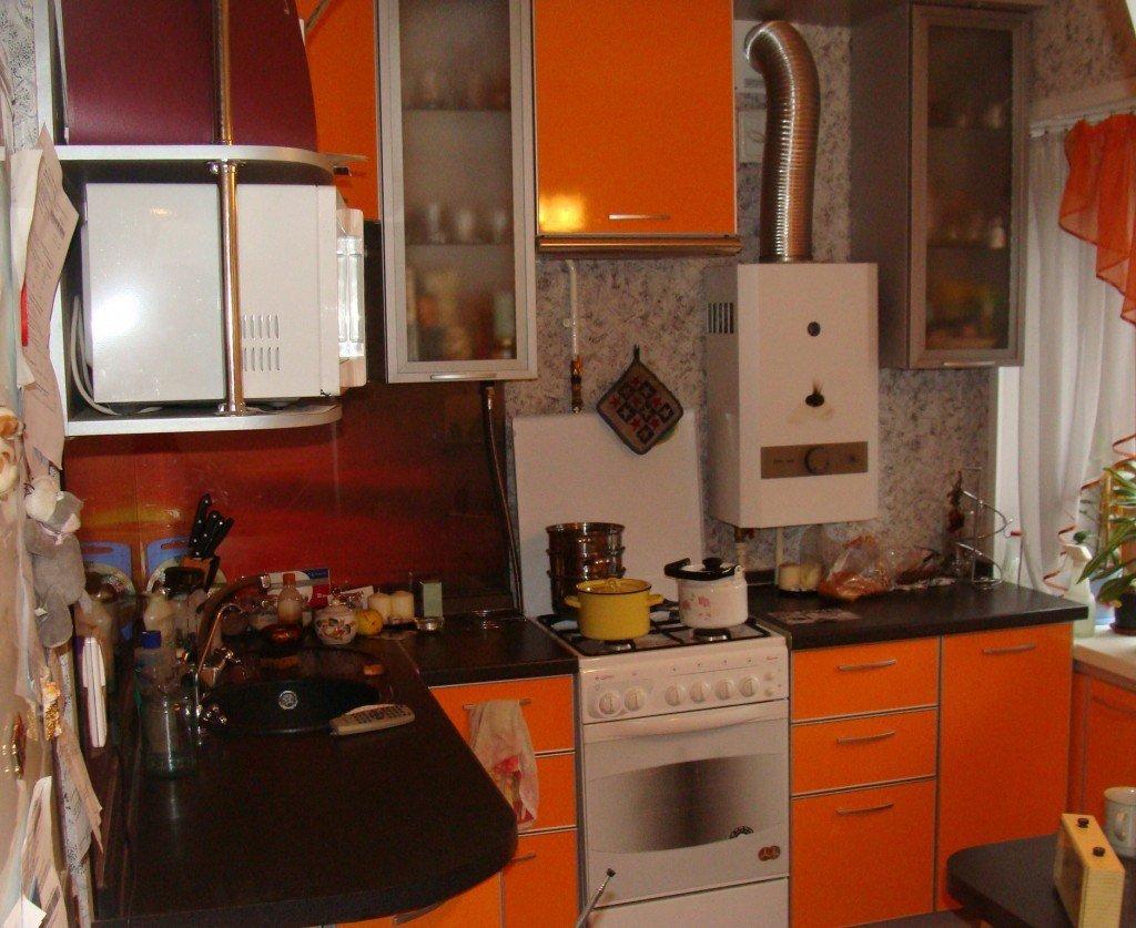 Кухни в хрущевках дизайн с газовой колонкой и холодильником